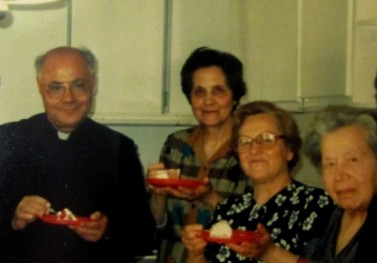 Al centro, nella foto, la signorina Finistrella con Padre Puma e la signorina Mulè