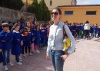 Nelly Scilabra nell'atrio della scuola Roncalli