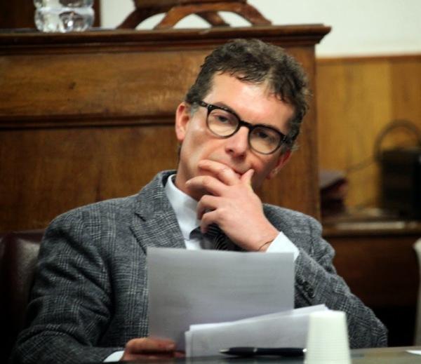 Il sindaco Messana durante la seduta del consiglio comunale