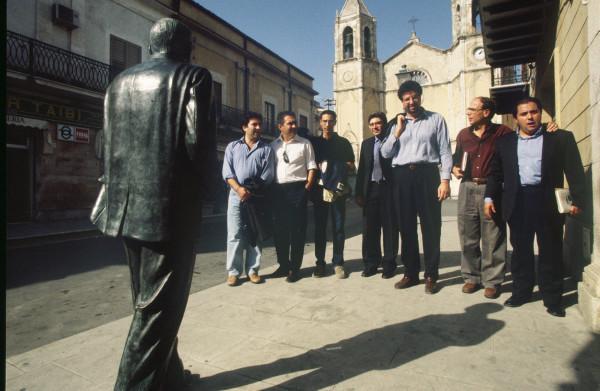 La redazione a Racalmuto (Foto Shobha, 1999)
