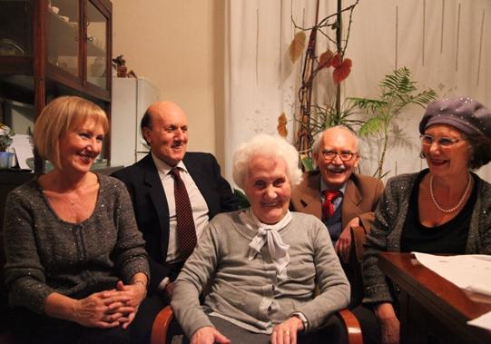 La signora Messana con i figli. Da sinistra: Angela, Pio, Federico e Isabella Martorana