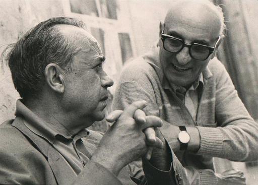 Leonardo Sciascia con Gesualdo Bufalino Racalmuto, 1982