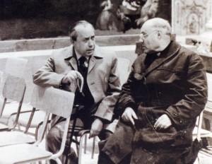 Don Alfonso Puma con Leonardo Sciascia alla Matrice di Racalmuto, 1984