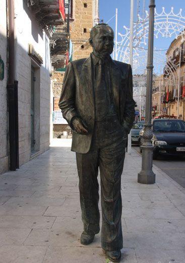 La statua di Sciascia a Racalmuto