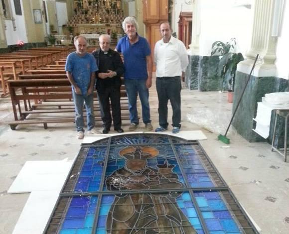 Don Luigi Mattina con alcuni collaboratori