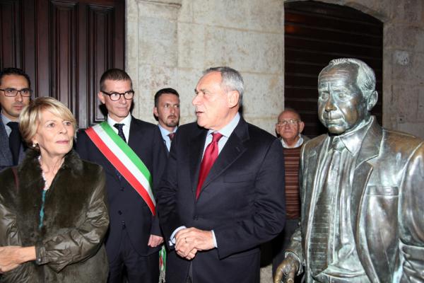 Grasso statua