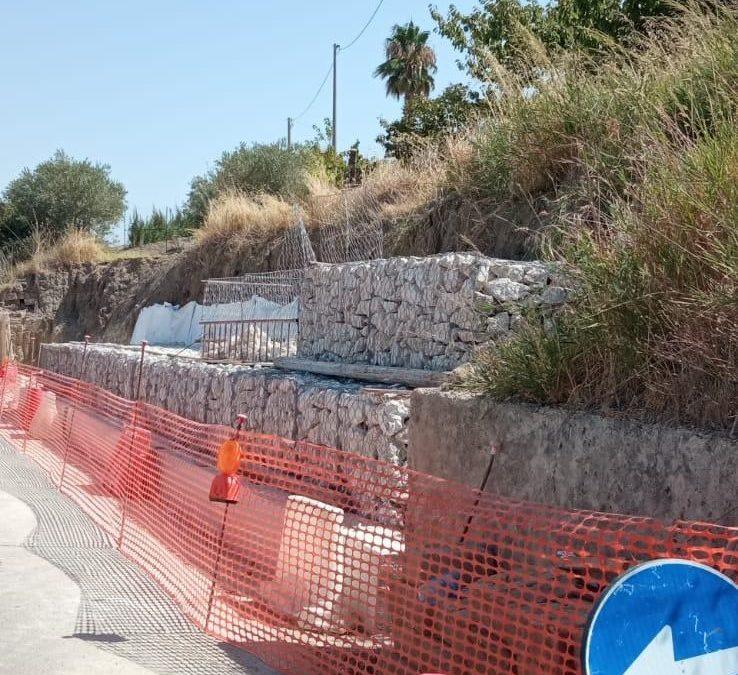 Strada che collega Grotte e Racalmuto. Al via il ripristino del muraglione crollato