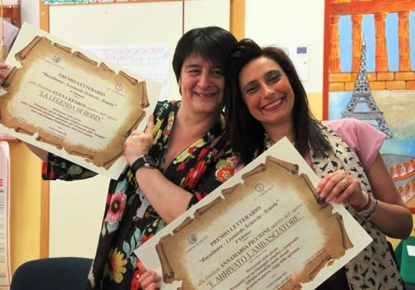 Elena Kedros e la vincitrice (a destra) Anna Maria Piccione (Foto Salvatore Alfano)